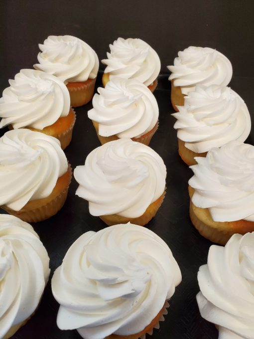 white buttercream cupcakes